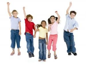 Kinder stark Gruppe hüpft 3478479_s